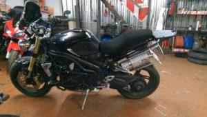 изготовление рамок на мотоцикл Triumph